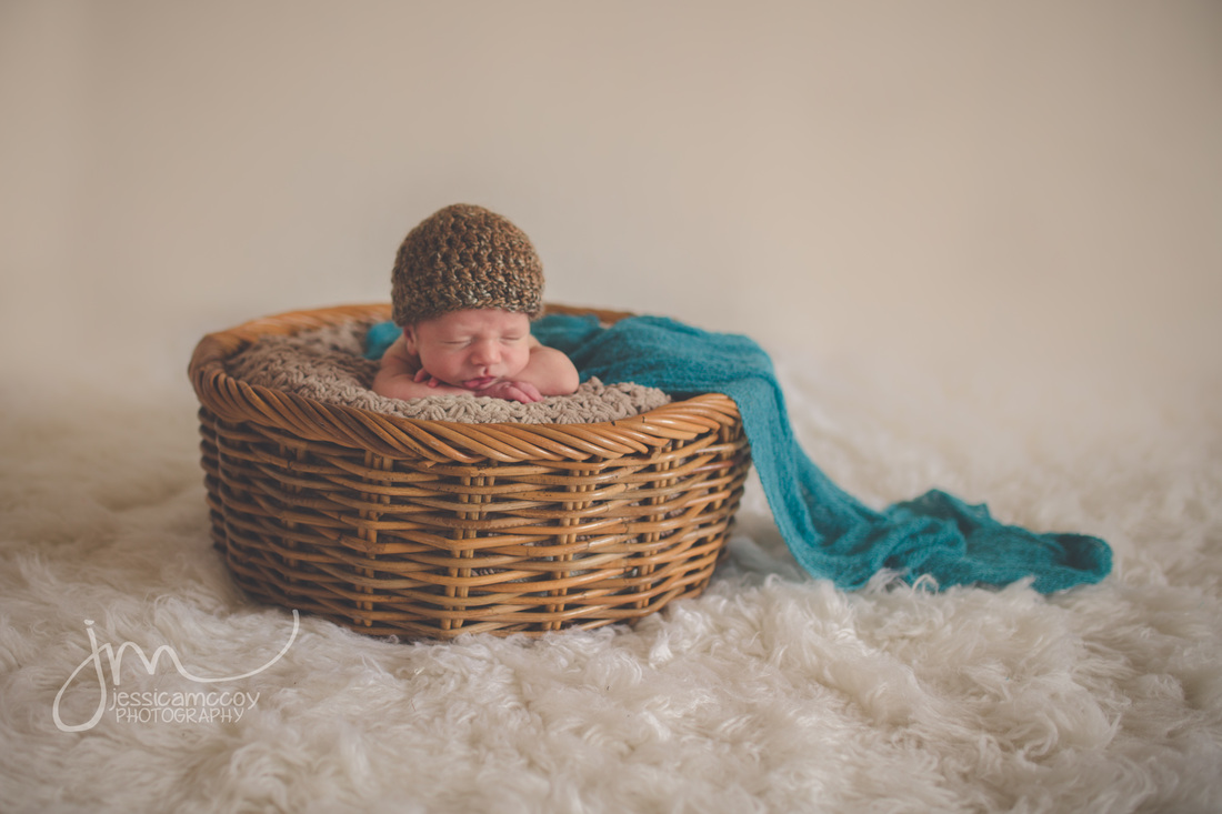 Pleaseant Hill newborn photographer